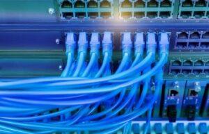 Realizace ochrany napájecích a datových sítí Komerční banky 3