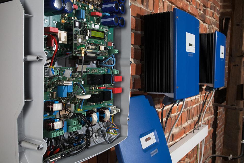 Opravy fotovoltaických střídačů