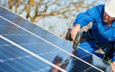První fotovoltaická elektrárna na střeše nádražní budovy
